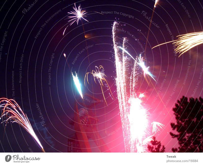 silvester 03 Silvester u. Neujahr Recklinghausen Förderturm Langzeitbelichtung Club Party Feuerwerk Lichterscheinung