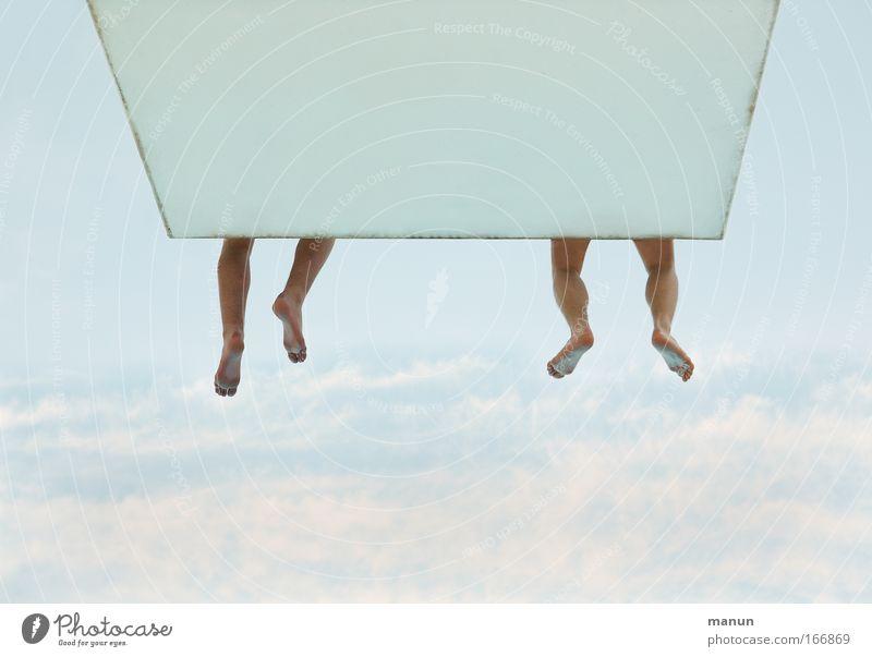 hang up Mensch Himmel blau Sommer ruhig Erholung Leben Glück Wärme springen Beine Freundschaft Zusammensein sitzen Schwimmen & Baden frei
