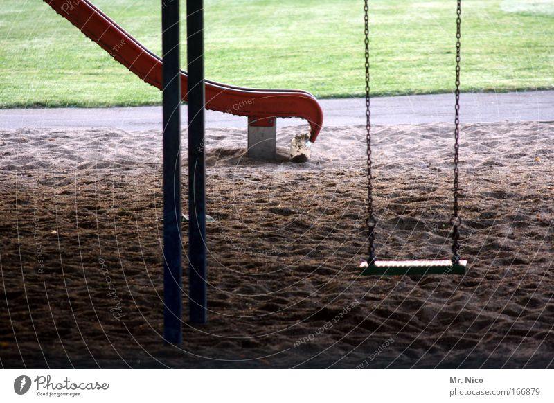 play with me ! Außenaufnahme Spielen Park Wiese Menschenleer Spielplatz Sand schaukeln Einsamkeit Freude Kindheit Pause Rutsche rutschen Bewegung Spielzeug