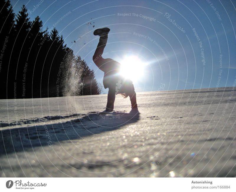 KÜHL-MAN 3 Mensch Himmel Natur Jugendliche blau Hand Winter Erwachsene Schnee Umwelt Landschaft Spielen Wege & Pfade springen Beine Fuß