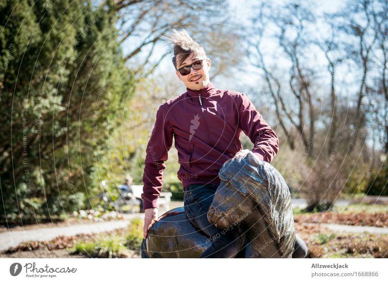 700 - Ein Mann und seine Ponyfrisur Mensch Jugendliche Junger Mann Freude Erwachsene lustig Glück maskulin wild Zufriedenheit authentisch Fröhlichkeit