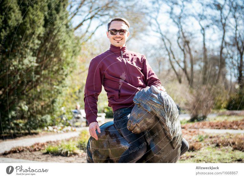 Pony & Clyde Reitsport maskulin Junger Mann Jugendliche Erwachsene 1 Mensch 30-45 Jahre authentisch trendy Kitsch lustig niedlich wild Freude Glück Fröhlichkeit