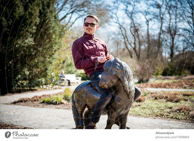 Ein Mann und sein Pony Reitsport maskulin Junger Mann Jugendliche Erwachsene 1 Mensch 30-45 Jahre authentisch trendy Kitsch lustig niedlich wild Freude Glück