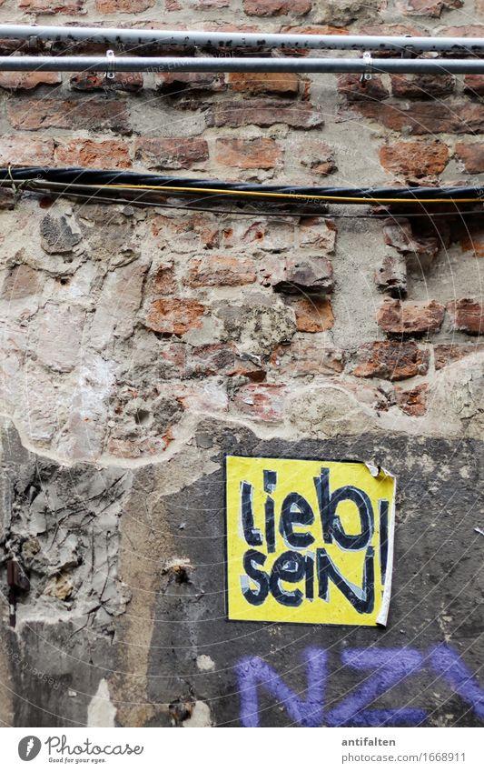 lieb sein! gelb Wand Liebe Graffiti Berlin Mauer Kunst Fassade Schilder & Markierungen Schriftzeichen Kultur Hinweisschild Zeichen Grafik u. Illustration
