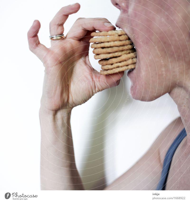 Mundgerechtes Häppchen Mensch Hand Erwachsene Leben Gefühle Essen Ernährung viele Backwaren Stapel Teigwaren Keks Fingerfood Völlerei überschüssig