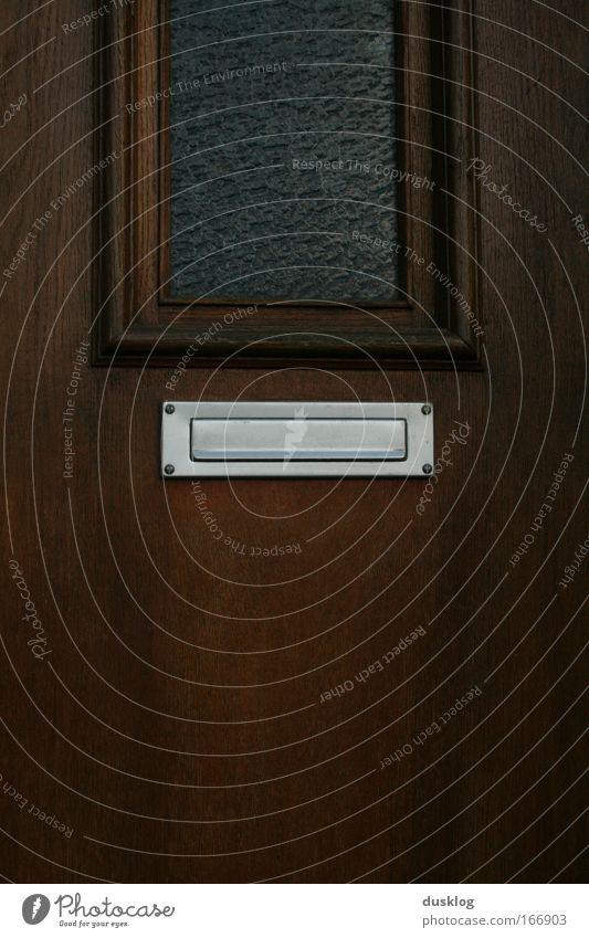guess what? Wohnung Haus Kleinstadt Einfamilienhaus Gebäude Fenster Tür Türspion Briefkasten dunkel Ordnung Häusliches Leben Post eckig Metall Holz Zeitung Glas
