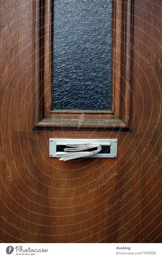 Post! alt Haus Fenster Wand Holz Gebäude Mauer braun geschlossen warten Papier Sicherheit Häusliches Leben Schutz Information Zeitung