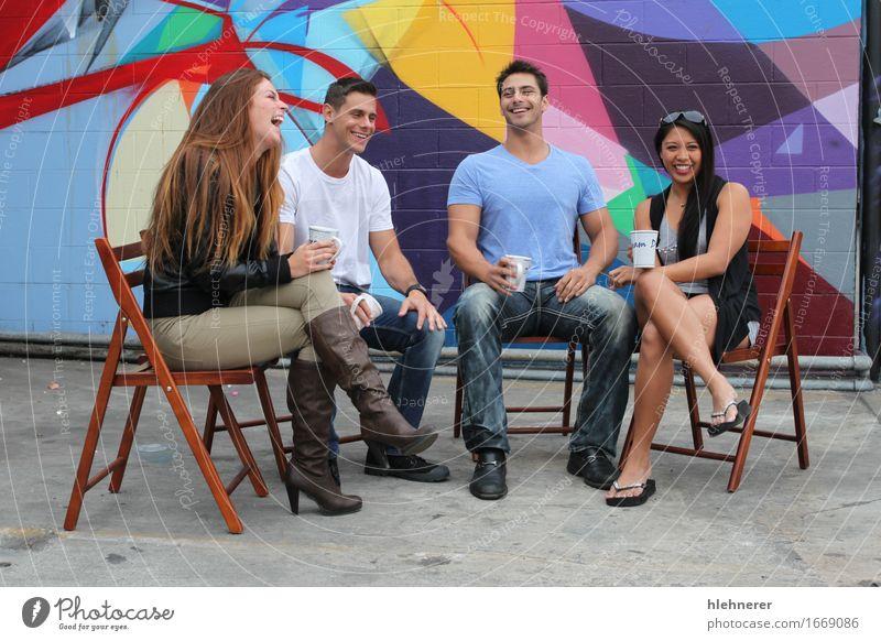 Mensch Frau Mann schön Freude Mädchen Erwachsene sprechen Lifestyle Glück Mode Zusammensein Freundschaft Freizeit & Hobby sitzen Fröhlichkeit