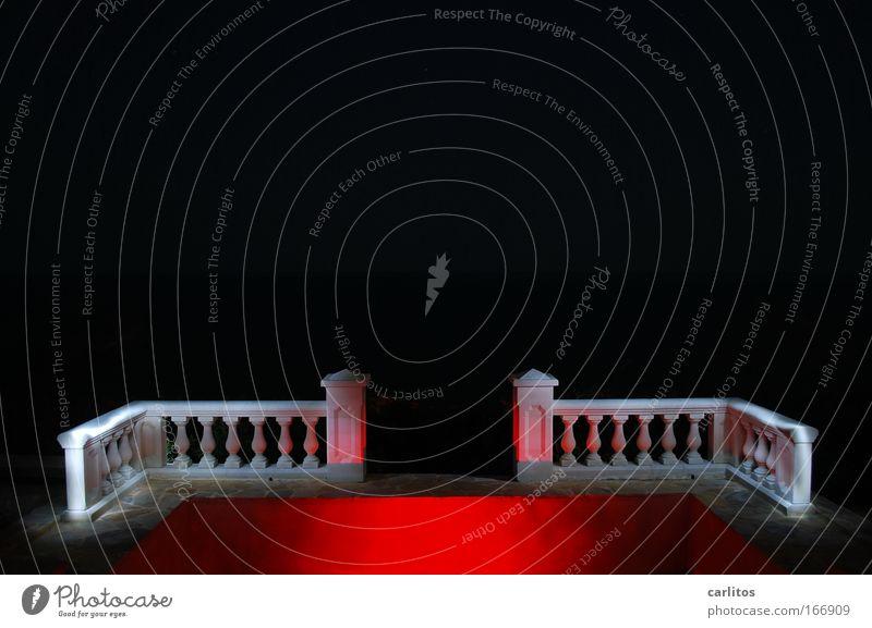 Freie Sicht bis zum Mittelmeer Experiment Textfreiraum oben Hintergrund neutral Nacht Kunstlicht Lichterscheinung Weitwinkel elegant Stil Bühne Terrasse