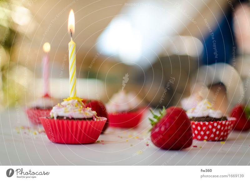 Birthday Cupcake with Candle and Strawberry rot Freude Essen Feste & Feiern Party rosa glänzend Zufriedenheit Ernährung Geburtstag Fröhlichkeit Lebensfreude süß