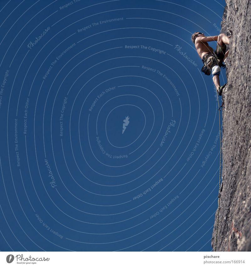Trendw(a)ende Freizeit & Hobby Klettern Bergsteigen Bergsteiger Mann Erwachsene 1 Mensch Wolkenloser Himmel Sommer Schönes Wetter Felsen Alpen Berge u. Gebirge