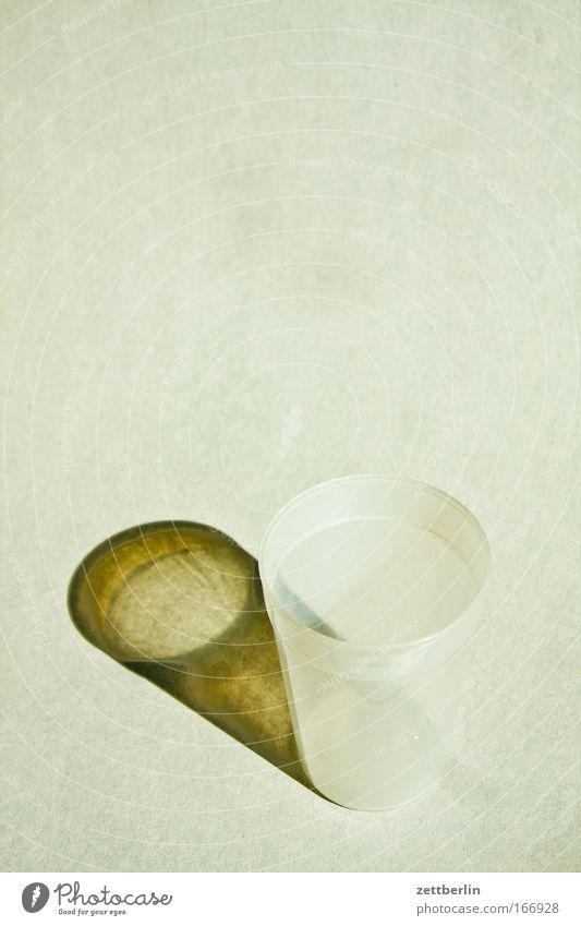 Becher ohne Fächer Sonne Innenarchitektur Ernährung leer Getränk Küche Kunststoff Geschirr Durst Gefäße Behälter u. Gefäße Trinkgefäß