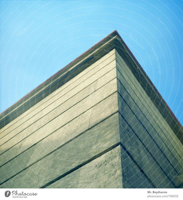 [MUC-09] Verflixt und Zugespitzt alt blau Haus Wand Architektur grau Gebäude Stein Mauer braun Kraft Bauwerk München Stolz