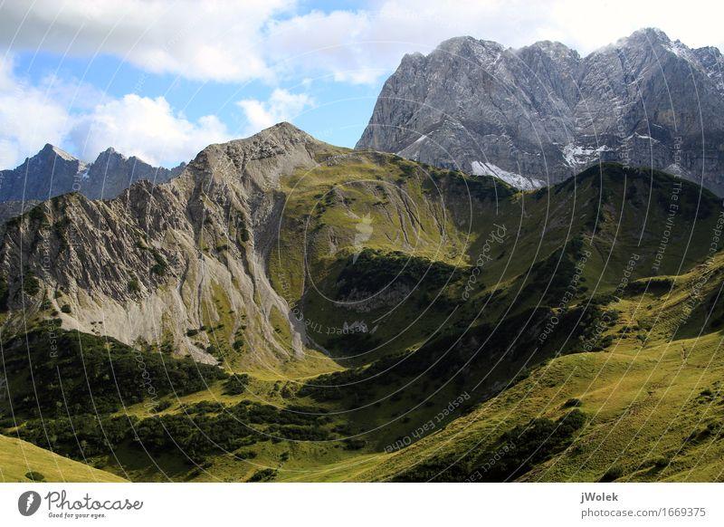 Blick auf Alm und Gebirgszug in den Alpen (Karwendelgebirge) Natur Ferien & Urlaub & Reisen blau Sommer grün Landschaft Erholung ruhig Freude Ferne