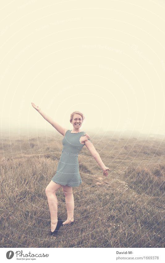 guter Dinge Mensch Frau Natur Ferien & Urlaub & Reisen Jugendliche Sommer schön Junge Frau Landschaft Erholung ruhig Ferne Erwachsene Umwelt Leben feminin