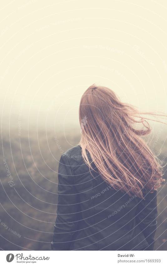 verschwommen Mensch Frau Natur Jugendliche schön Junge Frau Landschaft Erholung ruhig Erwachsene Umwelt Leben feminin Gesundheit Zufriedenheit Nebel