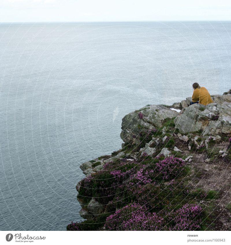 fernblick Meer ruhig Einsamkeit Erholung Traurigkeit Denken Zufriedenheit Küste Horizont Felsen Aussicht Unendlichkeit nachdenklich Fernweh Klippe Heide