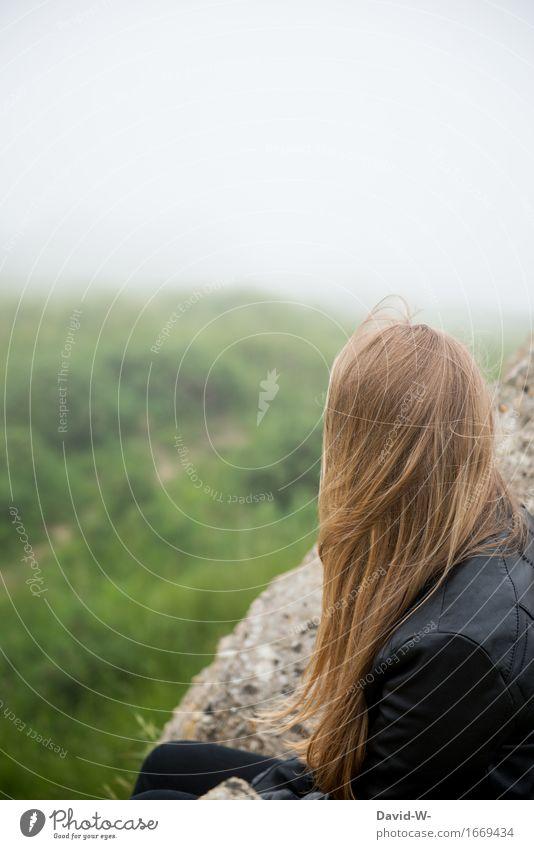herbstlich Mensch Frau Natur Ferien & Urlaub & Reisen Jugendliche schön Junge Frau Landschaft Einsamkeit Ferne Erwachsene Umwelt Leben Herbst Lifestyle feminin