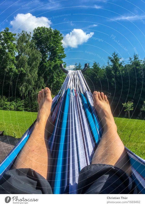 Chill out time Mensch Himmel Natur Ferien & Urlaub & Reisen Jugendliche Sommer Landschaft Junger Mann Erholung ruhig Freude Erwachsene Leben Lifestyle Glück Fuß
