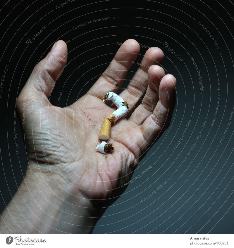 Aufhören? blau Hand Erwachsene dunkel Gefühle grau Gesundheit Haut maskulin Gesundheitswesen Finger Rauchen genießen Gastronomie Krankheit Rauch