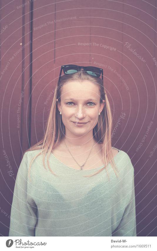 blond und blaue Augen II schön Gesundheit Leben Zufriedenheit ruhig Schüler Student Mensch Junge Frau Jugendliche Erwachsene 1 Mode Lächeln authentisch dünn