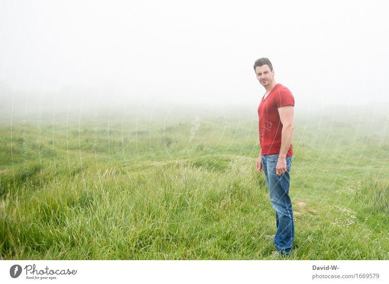 Nebellandschaft Mensch Natur Ferien & Urlaub & Reisen Jugendliche Mann grün Landschaft Junger Mann Einsamkeit Ferne Erwachsene Umwelt Leben Wege & Pfade Wiese