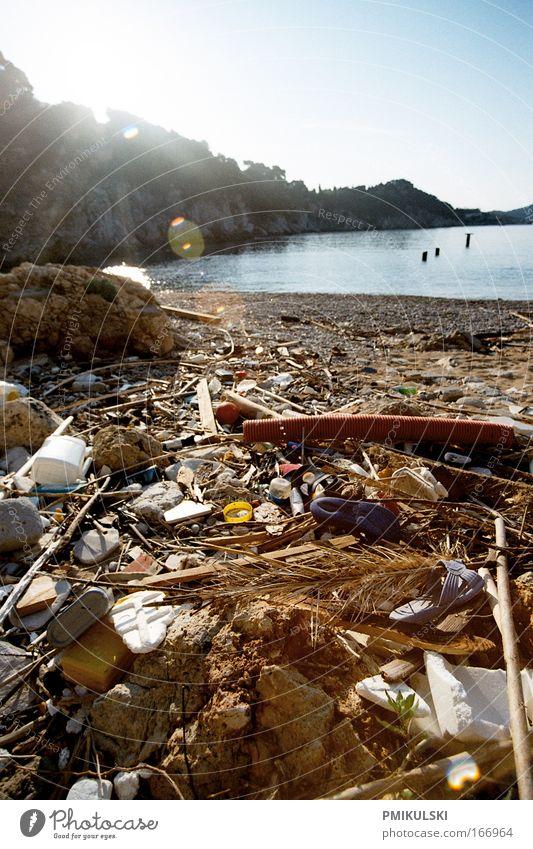Human waste Farbfoto Außenaufnahme Textfreiraum rechts Textfreiraum oben Morgen Sonnenlicht Gegenlicht Weitwinkel Umwelt Natur Klima Küste Strand Meer