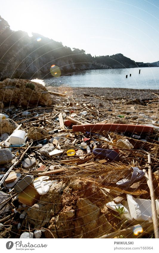 Human waste Natur Sonne Meer Strand Umwelt Küste dreckig Klima Müll Wut analog Umweltschutz Umweltverschmutzung Rest Mittelmeer Restmüll