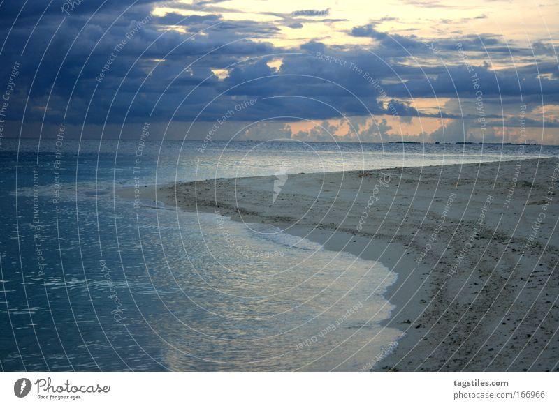 DIE NACHT GEHT Malediven Sonnenaufgang Nacht gehen oben Strand Meer Indien Rannalhi Süden Atoll Ferien & Urlaub & Reisen Erholung Idylle Textfreiraum links