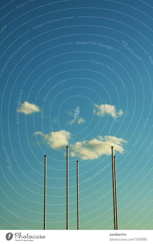 Textfreiraum Himmel Blauer Himmel himmelblau Sommer Wolken Cirrus Fahnenmast 5 quintet steil vertikal Mikado Abend Dämmerung Freiheit Ferne leer Sehnsucht