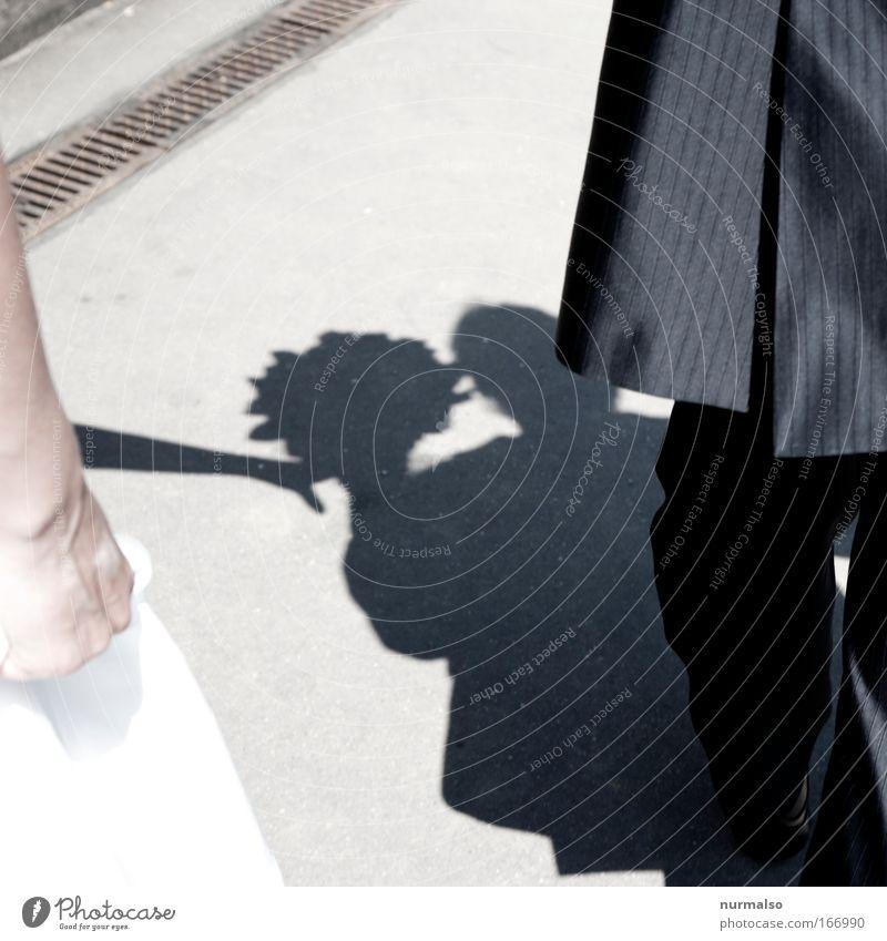 Weddingpresent III Farbfoto Tag Schatten Vogelperspektive Stil Tanzen Hochzeit Standesbeamter Mensch Paar Partner Hand Beine Fuß 2 Blume Garten Park Fußgänger