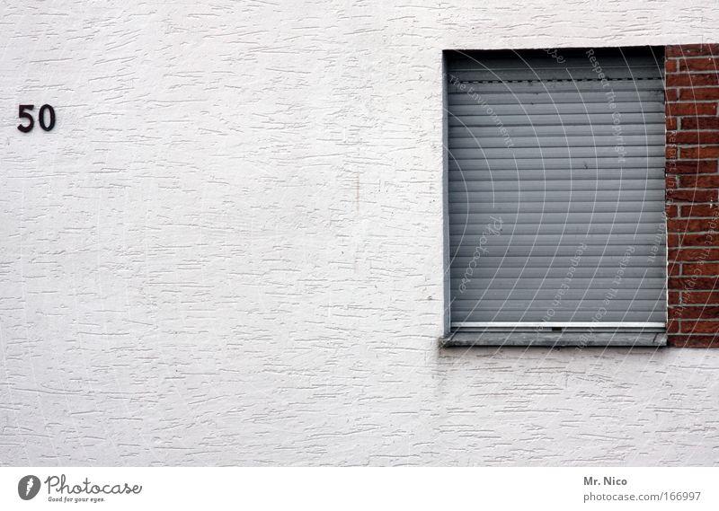 Geschlossene Gesellschaft alt weiß Haus Wand Fenster grau Mauer Gebäude Architektur Wohnung Fassade Ziffern & Zahlen Dorf Bauwerk Renovieren 50