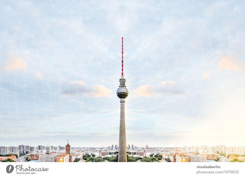 Börlin Himmel Ferien & Urlaub & Reisen Sommer Ferne Architektur Berlin Freiheit Tourismus leuchten Ausflug Telekommunikation Energie Schönes Wetter Abenteuer