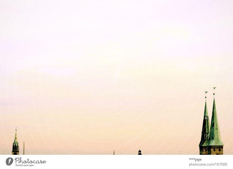 skyline. Himmel alt Stadt Architektur Gebäude Horizont rosa groß Kirche Turm Dach Bauwerk Wahrzeichen Sehenswürdigkeit Altstadt minimalistisch