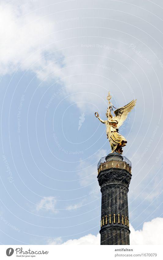 Fanmeile im Blick Himmel Ferien & Urlaub & Reisen Stadt Sommer Wolken Ferne Architektur Berlin Glück Kunst Deutschland Tourismus gold ästhetisch Ausflug Erfolg