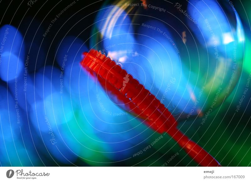 Farbblase I blau rot Farbe Spielen nah Spielzeug Kindheit leicht Seifenblase Lichtpunkt