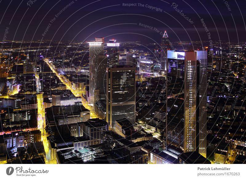 Frankfurt@night Sightseeing Städtereise Büroarbeit Arbeitsplatz Wirtschaft Handel Kapitalwirtschaft Börse Geldinstitut Umwelt Nachthimmel Horizont