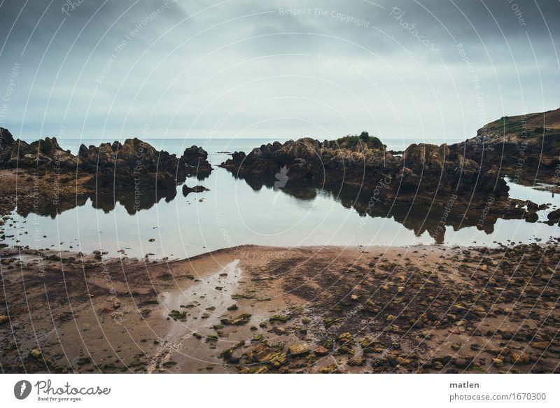 Steinchen Natur Landschaft Erde Sand Himmel Wolken Horizont Sommer schlechtes Wetter Felsen Küste Bucht Meer dunkel braun grau Farbfoto Gedeckte Farben Muster