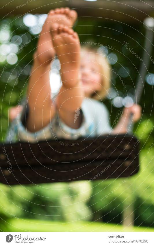 Sommer Schaukel Spaß Mensch Kind Natur Sommer Baum Freude Umwelt Leben Frühling Wiese Gras Gesundheit Spielen Glück Garten Schule