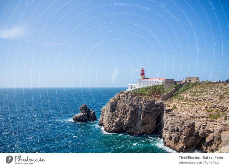Leuchtturm II Umwelt Natur Landschaft Luft Wasser Himmel Wolkenloser Himmel Gras Wellen Küste blau braun grau grün schwarz türkis weiß Algarve Schiffsunglück