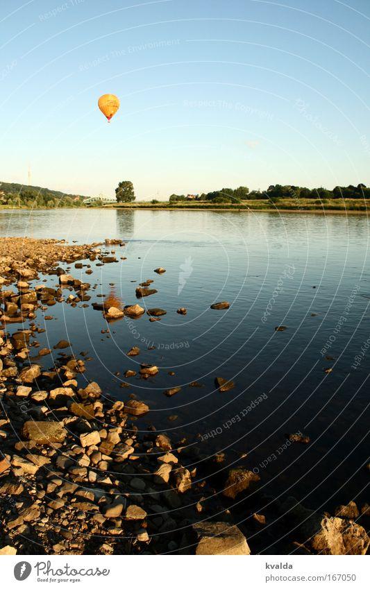 Wegfliegen Natur Wasser blau Sommer Freude ruhig Ferne Erholung Freiheit Landschaft Umwelt Stein Freizeit & Hobby Ausflug Abenteuer Fluss