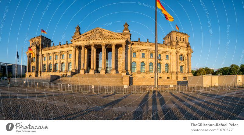 Reichstag Berlin Stadt Hauptstadt Traumhaus Hütte blau braun gold grau schwarz weiß Deutschland Tschlaaand Fahne Fahnenmast Schatten Deutscher Bundestag