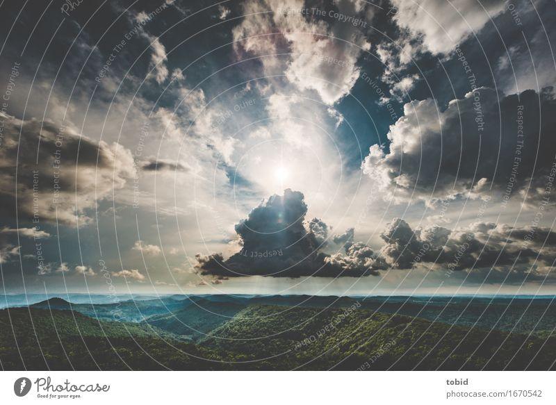 Drama Natur Landschaft Pflanze Himmel Wolken Gewitterwolken Horizont Sonne Schönes Wetter Wald Hügel Ferne Unendlichkeit einzigartig Freiheit Farbfoto