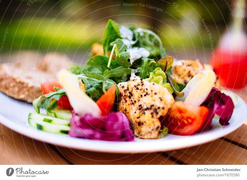 chicken2eat Gesundheit frisch genießen Gastronomie Brot Salat Tomate Hähnchen Gurke Gurkenscheibe