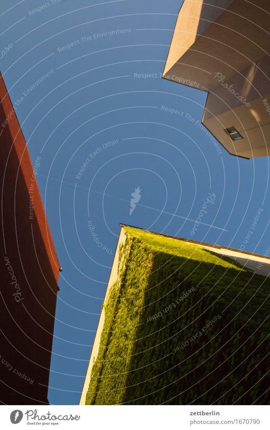 3 von 4 Architektur Berlin Deutschland Ferien & Urlaub & Reisen Froschperspektive Hauptstadt Haus Himmel Sommer Stadt Städtereise Tourismus Stadtleben Wohnhaus