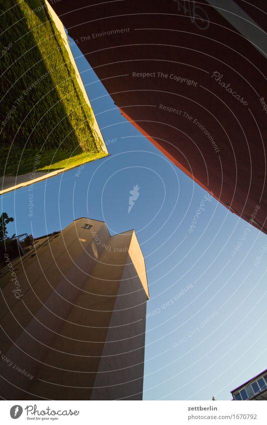 1 von 4 Architektur Berlin Deutschland Ferien & Urlaub & Reisen Froschperspektive Hauptstadt Haus Himmel Sommer Stadt Städtereise Tourismus Stadtleben Wohnhaus