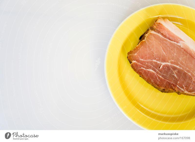 geräuchertes fleisch Studioaufnahme Textfreiraum links Tag Schwache Tiefenschärfe Totale Lebensmittel Fleisch Mittagessen Büffet Brunch Teller Gastronomie gelb