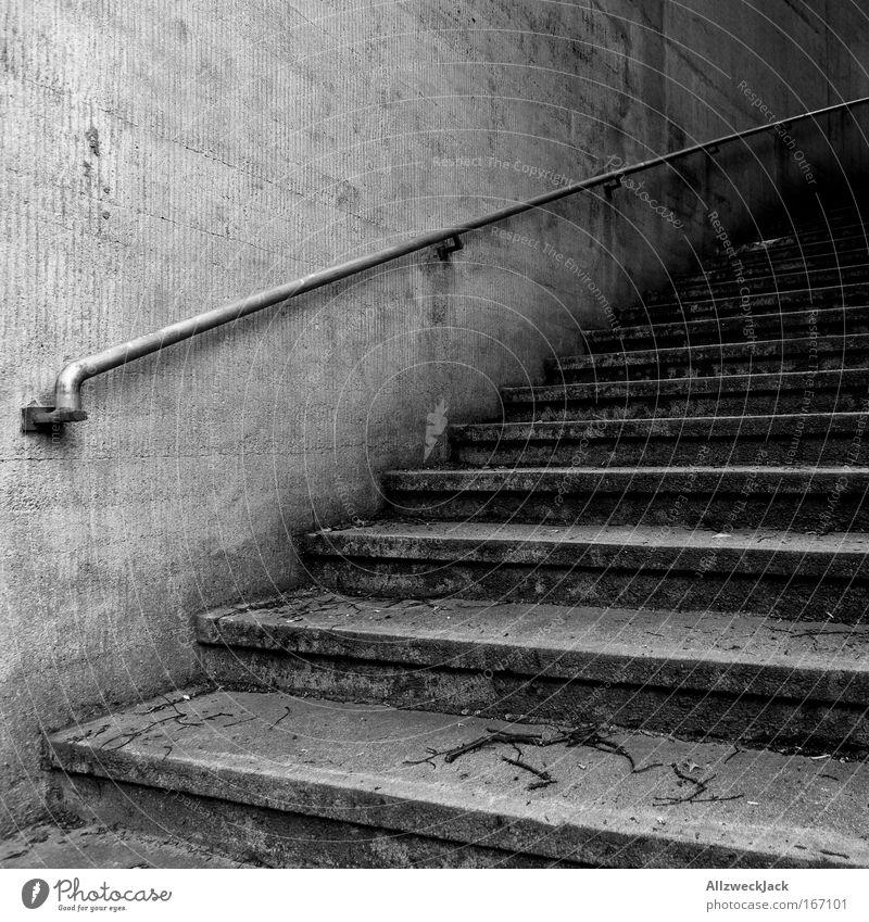 Stufen² Schwarzweißfoto Außenaufnahme Detailaufnahme Menschenleer Textfreiraum links Tag Schatten Kontrast Mauer Wand Treppe Traurigkeit Angst Treppengeländer