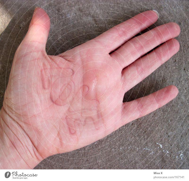 L O V E hurts Hand Liebe Traurigkeit verrückt Schriftzeichen Finger Kitsch Zeichen schreiben zeichnen Schmerz Verliebtheit bizarr Liebeskummer Basteln Stempel