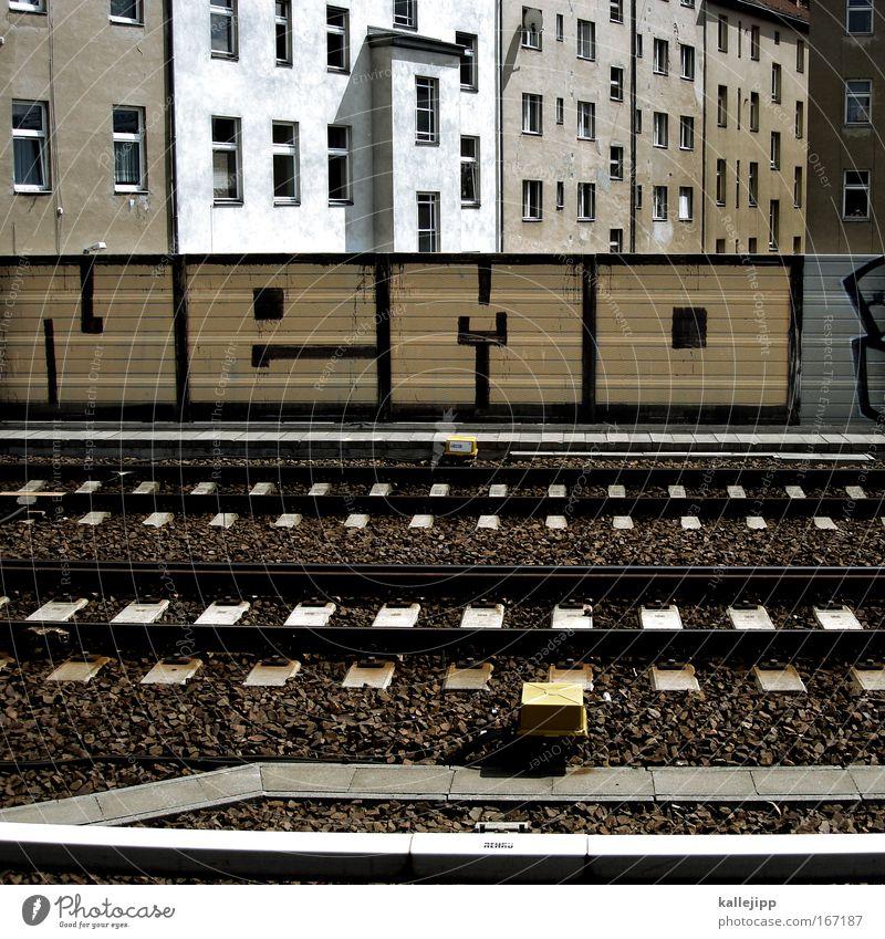 20.000 miles Stadt Haus Wand Fenster Mauer Gebäude Architektur Verkehr Fassade Brücke Dach Gleise Eisenbahn Bahnhof Mobilität